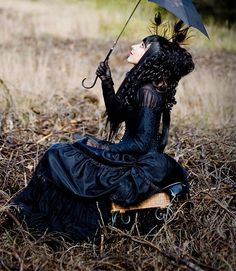 Beautiful Victorian Gothic look: She looks amazing. Victorian Steampunk, Victorian Fashion, Gothic Fashion, Victorian Dresses, Emo Fashion, Gothic Mode, Gothic Lolita, Gothic Outfits, Gothic Dress