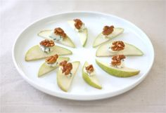 Coordinately Yours Design that Celebrates Life: Pear, Walnut & Bleu Cheese Easy Appetizer .Looks so good (Cheese Party Platters Wine Pairings) Quick Appetizers, Cheese Appetizers, Holiday Appetizers, Appetizer Recipes, Wine And Cheese Party, Wine Tasting Party, Candied Walnuts, Pecans, So Little Time