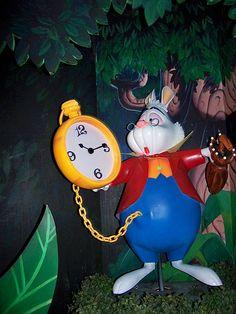 Pics For > Disneyland Alice In Wonderland Ride