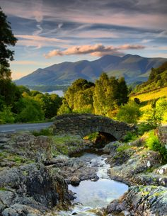The Lake District in England is famous for the lakes and the vistas found in it. Places Around The World, Oh The Places You'll Go, Places To Visit, Around The Worlds, Lake District, Foto Picture, Voyage Europe, All Nature, Amazing Nature