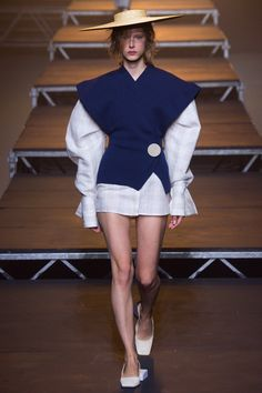 Jacquemus Spring 2017 Ready-to-Wear Fashion Show - Maria Zakrzewska Fashion Line, Modern Fashion, Fashion Art, Fashion Show, Fashion Design, Womens Fashion, High Fashion, Future Trends, New Outfits