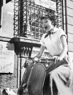 vintageamore: Audrey Hepburn in Roman Holiday (1953)