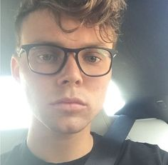 Who cannot love this blessing to the world which is Ashton Irwin?
