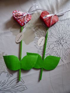 Recycling-Easter-decorations are the best, because they're a budget-friendly! Valentine Decorations, Valentine Crafts, Valentines, Diy And Crafts, Crafts For Kids, Paper Crafts, Cute Cards, Diy Cards, Student Crafts