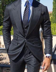 2017 NEW blazer Slim Fit Men's suits Gray stripes terno masculino costume homme wedding tuxedo men suit jacket pant vest Grey Pinstripe Suit, Grey Suit Men, Black Suits, Black Tie, Best Suits For Men, Cool Suits, Mens Fashion Suits, Mens Suits, Men's Fashion