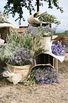"""Estupendo para llenar el espacio, además son ramas de olivo (cosa de familia) y lavanda que nos gusta mucho, me encantan las cestas y como con """"poco"""" se viste un espacio grande."""