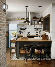 """Étagères ouvertes dans une cuisine """"vintage rustique""""  http://www.homelisty.com/etageres-ouvertes-cuisine/"""