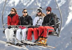 3/19/2010: Skiing, with Carole Middleton, Pippa Middleton, & Prince William (Courchevel, France)