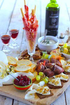3x een heerlijke borrelplank voor Oud en Nieuw #borrelplank #borrelhapjes Antipasto Platter, Appetizer Salads, Appetizer Recipes, Appetizers, Savory Snacks, Healthy Snacks, Limoncello Cocktails, I Love Food, Good Food