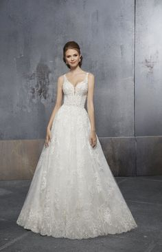 Madeline Gardner New York - Wedding dresses and bridal gowns New York Wedding Dresses, Princess Wedding Dresses, Designer Wedding Dresses, Wedding Gowns, Lace Wedding, Beautiful Gowns, Sleeve Styles, Bridal Gowns, Madeline Gardner