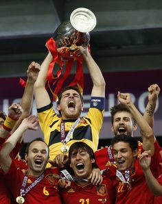 Iker Casillas Photos - Captain Iker Casillas of Spain lifts the trophy after victory during the UEFA EURO 2012 final match between Spain and Italy at the Olympic Stadium on July 2012 in Kiev, Ukraine. - Spain v Italy - UEFA EURO 2012 Final Jesus Navas, Spain Soccer, Chelsea, World Cup Champions, Euro 2012, World Cup Winners, National Football Teams, Fifa Football, European Championships