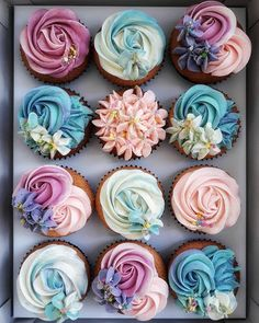 Buttercream cupcakes by . The concours are so amaziiing! Buttercream cupcakes by . The concours are so amaziiing! Cupcakes Roses, Floral Cupcakes, Purple Cupcakes, Fancy Cupcakes, Pretty Cupcakes, Pink Wedding Cupcakes, Wedding Cake, Cookies Cupcake, Cupcake Frosting