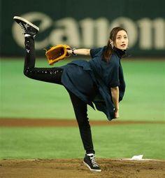 石原さとみ、トルネードノーバン始球式大成功 - SANSPO.COM(サンスポ) Figure Reference, Pose Reference, Satomi Ishihara, Celebs, Celebrities, Baseball, Japanese Girl, Sexy Outfits, Asian Girl