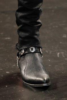 Saint Laurent Spring 2015 Menswear Fashion Show Fashion Boots, Mens Fashion, Men's Shoes, Dress Shoes, Over Boots, Saint Laurent Paris, Cool Boots, Vogue Paris, Western Boots
