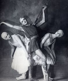 Félia Doubrovska, Serge Lifar, and Lubov Tchernicheva costumed for Balanchine's Apollon Musagète Ballet Russo, History Of Dance, Dancer Photography, Paris Opera Ballet, Russian Ballet, Royal Ballet, Lets Dance, Ballet Dancers, Painting