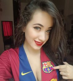 (6) Twitter Hot Football Fans, Football Ticket, Football Girls, Girls Soccer, Soccer Fans, Sporty Girls, Fcb Logo, Champions League, Kiara Advani Hot