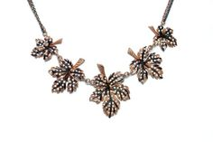 Flower necklace adorned with small stones www.takimod.com