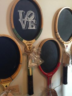 Scroll down through the photos below and take a look at the Smart Ways To Reuse Tennis Rackets In Home Decor That Will Blow Your Mind. Best Golf Clubs, Tennis Clubs, Marie Claire Deco, Cadre Photo Polaroid, Tennis Crafts, Tennis Party, Tennis Equipment, Badminton Racket, Sport Craft