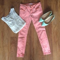 Pink Skinny Denim with White Polka Dots These super cute pink skinny jeans by Bullhead feature small white polka dots all over for the perfect look for spring and summer! I'm unsure of the actual size but the waist is a size 27! Bullhead Jeans Skinny