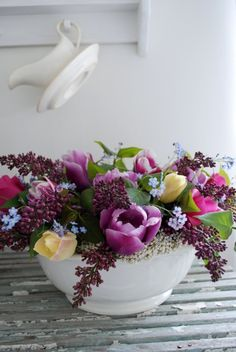 Pretty, pretty. Lilac & tulips, 2 of favorite flowers.