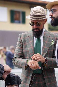 Ducktail Beard Look- The Mature yet Sexy Beard Style Beard Look, Sexy Beard, Epic Beard, Best Street Style, Street Styles, Beard Images, Best Beard Styles, Dandy Style, Men's Fashion