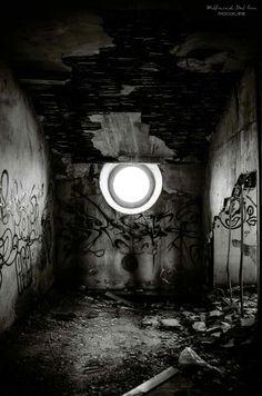 """""""...Au bout du chagrin une fenêtre ouverte Une fenêtre éclairée Il y a toujours un rêve qui veille...""""  Paul Eluard"""
