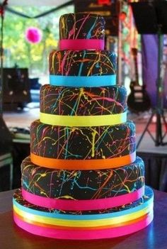 Splatter paint style cake--- reminds me of 80's fashion! This would be a great cake for a kid's bday party or 80's themed party!