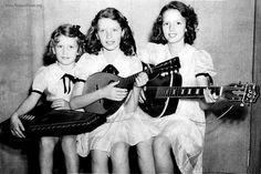 """Anita, June and Helen Carter (L-R), daughters of """"Mother Maybelle"""" Carter of the original Carter Family. (June Carter Cash in the middle) Johnny Cash June Carter, Johnny And June, Country Musicians, Country Singers, Old Singers, Famous Singers, Classic Country Artists, John Cash, Love Your Sister"""