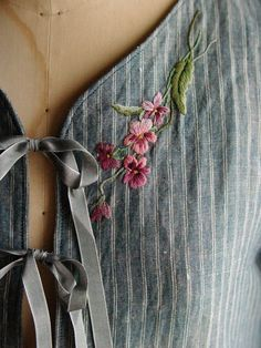 Wonderful Ribbon Embroidery Flowers by Hand Ideas. Enchanting Ribbon Embroidery Flowers by Hand Ideas. Embroidery On Clothes, Embroidered Clothes, Embroidery Fashion, Silk Ribbon Embroidery, Floral Embroidery, Embroidery Stitches, Embroidery Patterns, Hand Embroidery, Handkerchief Embroidery