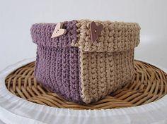 béžovo-fialový