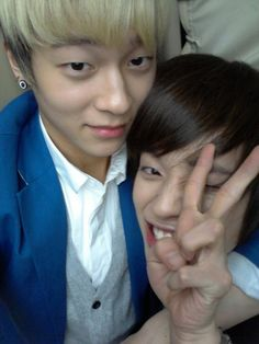 """TEEN TOP's Niel spoke up to give some assurance to their fans.    On the 16th, Niel tweeted, """"Angels were surprised, right? Don't worry, we don't have any conflicts. L.Joe hyung and I are really close friends~~ Haha, you'll understand when you watch the broadcast~ – Niel"""" and uploaded a photo of himself and L.Joe holding each other tightly with Niel was making a cute face to the camera."""