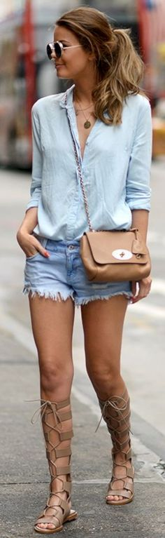 Amazing 35 Stylish Street Style Outfit Ideas with Blouses http://clothme.net/2018/02/24/35-stylish-street-style-outfit-ideas-blouses/