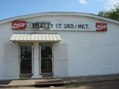 Head to 101 Beatty Street in Jackson, and you'll find one of the state's most iconic eateries – Beatty Street Grocery. As the name implies, it was originally a grocery store, but that changed when it was purchased by Mack Baldwin in 1940.