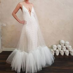 A little todo much cleavage bit still ❤️ Wedding Dress Big Bust, Wedding Dresses, Corset Costumes, High Fashion Dresses, Event Dresses, Mode Outfits, White Fashion, Beautiful Gowns, Dream Dress