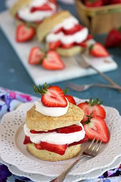 The Very Best Strawberry Shortcake Recipe - The Suburban Soapbox Homemade Strawberry Shortcake, Strawberry Desserts, Summer Desserts, Easy Desserts, Flakey Biscuits, Apple Smoothies, Salty Cake, Savoury Cake, Original Recipe