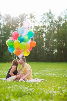 Engagement Faves 2011 | it's a picnic with balloons :)