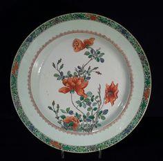 """Grand Plat En Porcelaine De Chine """"famille Verte""""."""