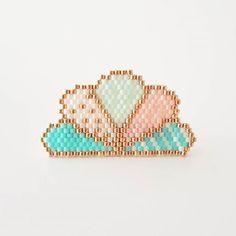 Jolie broche #miyuki motif @lili_azalee #perles #miyukibeads #perlesandco…