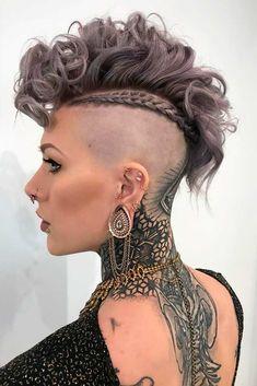 Fohawk Haircut for Curly Hair A False Hawk: Wh .-Fohawk-Haarschnitt für lockiges Haar ❤️Ein falscher Falke: Was ist das? Es ist ein aktuelles … Fohawk haircut for curly hair ❤️A false hawk: what is it? It's a current … – Cleopatra - Cool Short Hairstyles, Haircuts For Curly Hair, Hairstyles Haircuts, Mohawk Hairstyles For Women, Undercut Curly Hair, Mohawk Updo, Faux Hawk Hairstyles, Celebrity Hairstyles, Curly Hair Styles