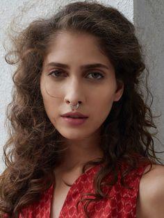 Silver Toned Septum Nose Ring Bull Piercing, Two Nose Piercings, Nose Bridge Piercing, Septum Nose Rings, Nose Piercing Jewelry, Piercings For Girls, Nose Ring Online, Diamond Nose Stud, Portrait