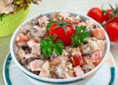 Salad with ham, mushrooms and tomatoes