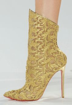 Boots for Queen Cersei made from Tyrosh, a city known for their ornate helmets & clothing.