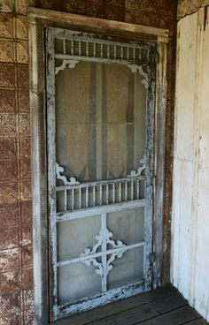 This old screen door. At the Magnolia Pearl Ranch in Bandera, Texas is the type of Screen Door that I'm looking to find. Vintage Screen Doors, Old Screen Doors, Wooden Screen Door, Vintage Doors, Old Doors, Antique Doors, Magnolia Pearl, Magnolia House, Old Windows