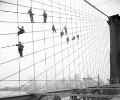 A recently unearthed photo of workers on the Brooklyn Bridge in 1914