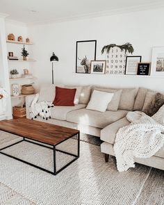 50 Best Living Room Design Ideas for 2019 - The Trending House Living Pequeños, Cozy Living Rooms, Living Room Colors, New Living Room, Apartment Living, Home And Living, Living Room Designs, Living Room Ideas New Build, Storage In Living Room
