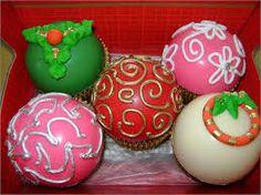 Resultado de imagem para cupcake bola de natal
