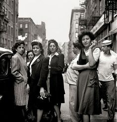 Little Italy, New York City, photo by Fred Stein fashion style vintage found photo street women ladies coat dress hat skirt shirt blouse hat war era WWII Vintage New York, Vintage Mode, Vintage Italian, Vintage Black, Vintage Ladies, Jüdisches Museum, Berlin Museum, Old Pictures, Old Photos