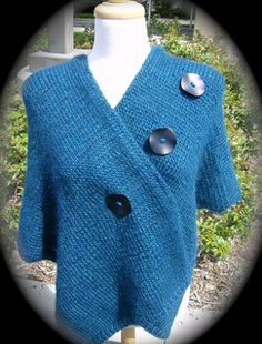 "Amanda's Wrap by Vera Sanon FREE PATTERN on Ravelry knit using chunky/bulky yarn on 6mm needles one size fits most 60""x15"""