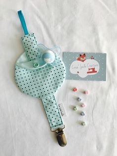 Such a clever idea! I hate knowing the pacifier is touching random surfaces just dangling from the strap! Baby Diy Projects, Baby Crafts, Diy And Crafts, Sewing Projects, Baby Couture, Couture Sewing, Baby Binky, Baby Toys, Dummy Clips
