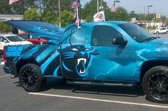 It doesn't matter who your favorite team is, this Carolina Panthers truck is awesome. There are different ways to show off one's fanhood . Nc Panthers, Carolina Panthers Football, Football Team, Giants Baseball, Carolina Pride, Carolina Blue, North Carolina, Panther Car, Sports
